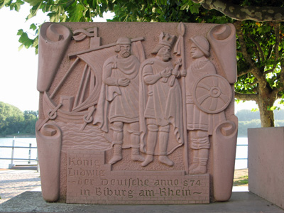 Gedenkstein am Biebricher Rheinufer (September 2007)